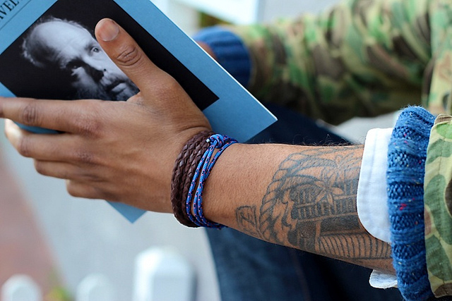 How to wear the Minsai bracelets.